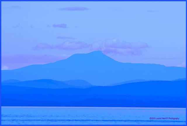 lake0730-9649_canvas_900